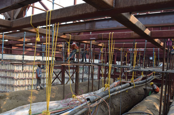 Suspender Erection at Utility Support System at Sahar Road Station