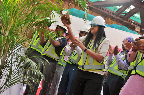 MD. MMRC, Ms. Ashwini Bhide during the second TBM breakthrough at SEEPZ