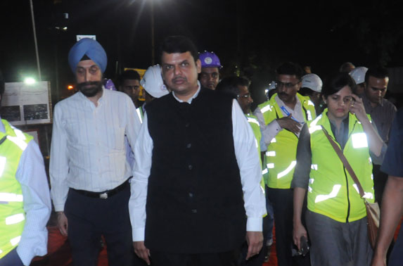 Mrs. Ashwini Bhide, MD, MMRC with Hon'ble CM, Shri Devendra Fadnavis during his visit to Metro - 3 alignment