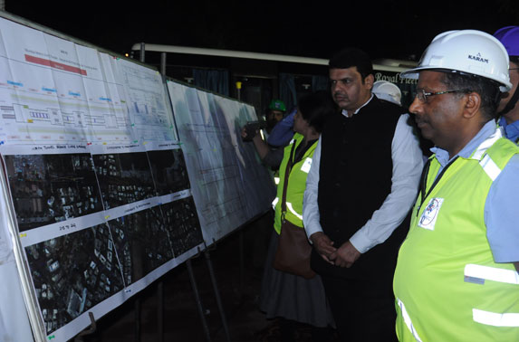 Senior officials of MMRC including Mrs. Ashwini Bhide, MD, MMRC briefing Hon'ble CM, Shri Devendra Fadnavis on progress of Metro - 3