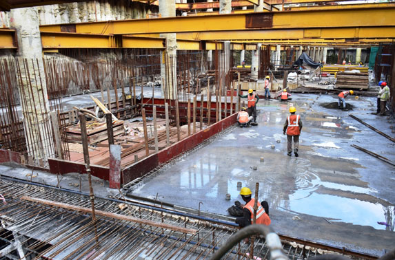 Concourse slab curing - Science Museum