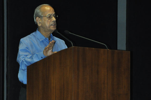 Dr. E. Sreedharan interacting with the Engineers of MMRC