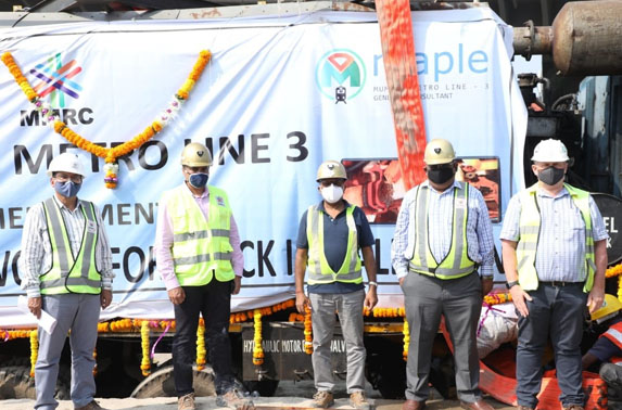 Flash Butt Welding Machine deployed at CSMIA stn as Head Hardened rail welding begins along the 33.5 Kms Metro-3 alignment in presence of MD Shri Ranjit Singh Deol, Dir Projects Shri Subodh Gupta & ED, Shri Ramana