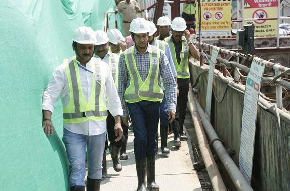 Honorable CM visiting the Sahar Station site.