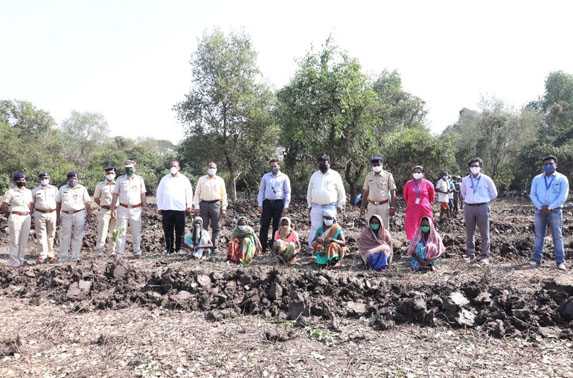Compensatory Mangroves Plantation at the hands of MD, MMRC along with Mr. R. Ramana , Executive Director (Planning) at Koparkhairane,Navi Mumbai