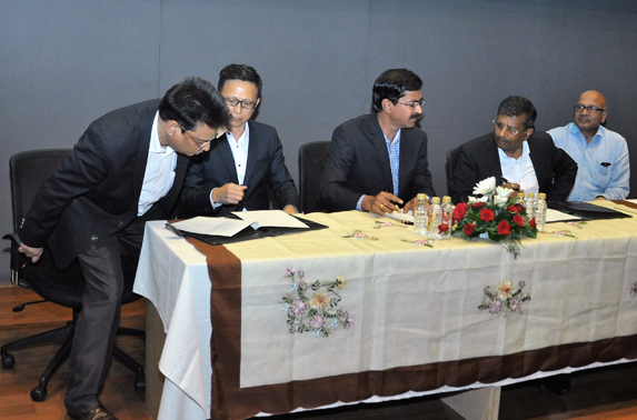 MMRC officials and contractors signing the Civil contract of Metro - 3