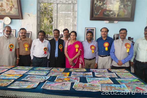 Mrs. Ashwini Bhide, MD, MMRC and Mr. R.K. Sharma, Executive Director (Electrical) MMRC with the members of Jawahar Bal Bhavan.