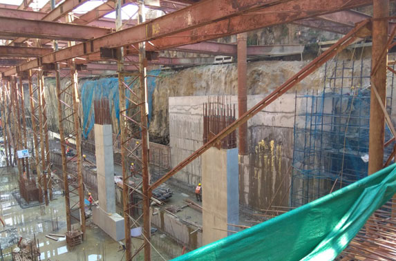 Station Chatrapati Shivaji - Column works