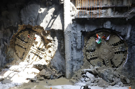 MMRC successfully conducts its first twin tunnel breakthrough at Dadar Metro station. TBM Krishna 1 and 2 have tunneled from Nayanagar to Dadar.
