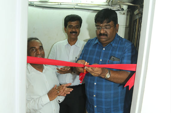 Mr. R. Ramana, Executive Director (Planning) inaugrating the Rehabilitation and Resettlement office in Kalbadevi