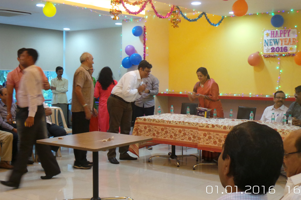 Mrs.Ashwini Bhide, MD, MMRC congratulating Mr. D. Chincholikar, Community Development Officer on Winning