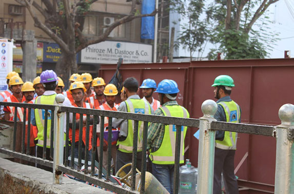Safety toolbox talk to workmen before start of work