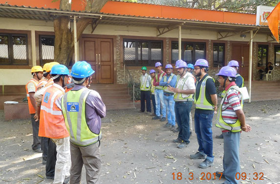 Tool box talk by Station Manager before start of work